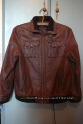 Демисезонная кожаная куртка 10-12 лет.
