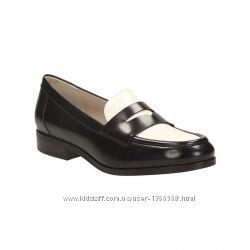 Шкіряні туфлі лофери Clarks Hotel Secret Black  White