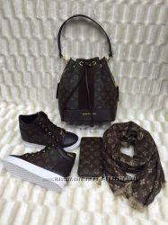 Женские модные ботинки коричневые стильные в 37 размере
