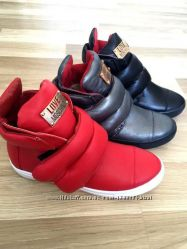 Женские кожаные ботинки Love M в разных цветах