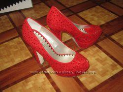 Туфли от VICINI в стразах