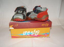 Продам новые детские кроссовочки One Step, р. 20