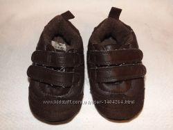 Продам кроссовки, пинетки . Стелька 10 см. Состояние хорошее. На липучках.