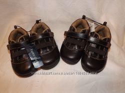 Новые кроссовки 21 размер, 13 см стелька. Коричневого цвета. Есть 2 пары