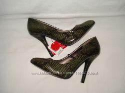 36 р. Новые шикарные фирменные кожаные туфли под кожу змеи