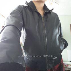 Кожаная куртка-бомбер