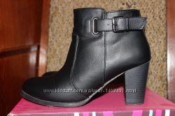 Ботинки женские на каблуке черные 38р в отличном состоянии TM Plato
