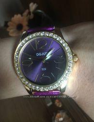 Изысканные женские часы с лакированным ремешком