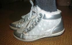 Стильная спортивная обувь на меху