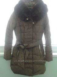 Красивий зимовий пуховик з натуральним хутром