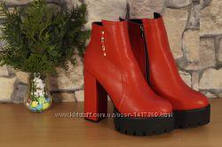 Женские ботинки ботильоны на высоком каблуке кожа