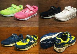 Легкие яркие кроссовки