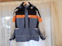Спортивная новая куртка