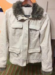 Красивая вельветовая курточка песочного цвета