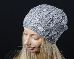 Стильная серо-голубая шапка с косами и перламутровым отливом
